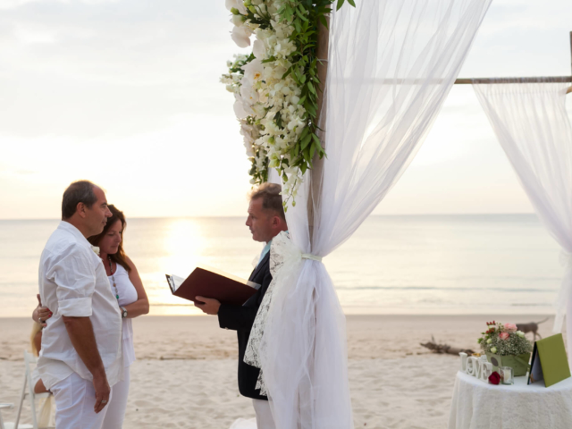 Beach marriage celebrant phuket (19)