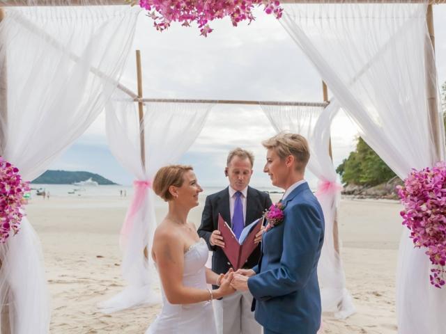 Beach wedding celebrant (4)